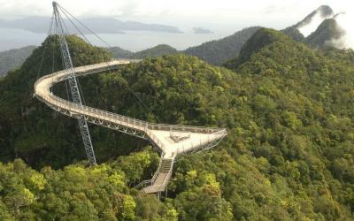 El Skybridge de Langkawi, el puente curvado más largo del mundo