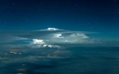 Las impresionantes fotografías de un piloto revelan un mundo asombroso en las alturas